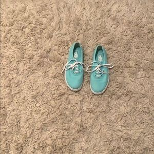 Kids Teal sneakers with laces